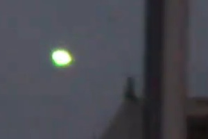 Bright daytime UFO filmed over Madrid, Spain