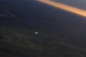 UFO filmed over Costa Rica by commercial airline pilot on January 23, 2013